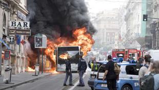 Şehrin merkezinde alev alev yandı !