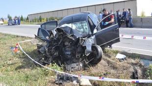 Otomobil bir aileye mezar oldu: 3 ölü, 2 yaralı