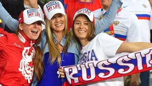 Putin'den Rus kadınlara: Turistlerle beraber olabilirler