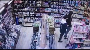Teknoloji mağazalarını mesken tutan hırsız çift yakalandı !
