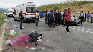 Kamyonet devrildi: Çok sayıda ölü ve yaralı var