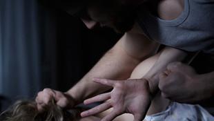 Minibüste kelepçe takıp tecavüz etti iddiası