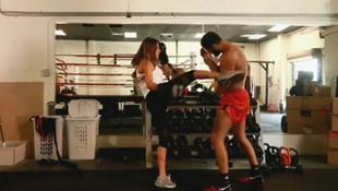 Hamile eşiyle boks yaptı