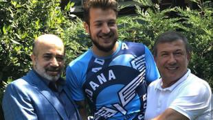 Batuhan Karadeniz'den şaşkına çeviren imza !