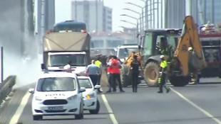 15 Temmuz Şehitler Köprüsü'nde araç yandı; trafik durdu