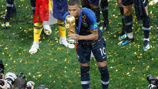 Mbappe PSG'de kalıyor !
