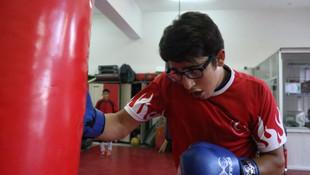 Dalga geçilen boksör 2 yıldır yenilmiyor !