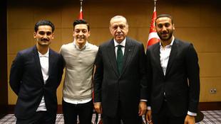 Mesut Özil'den Erdoğan fotoğrafı için açıklama