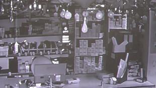 Deprem anı güvenlik kamerasında