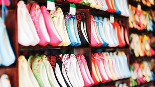 Atık maddelerle ayakkabı yapıp Türkiye'ye satıyorlar !