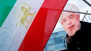 İran lideri Ruhani'ye protesto