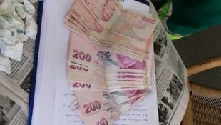 Çöpte bulduğu parayı polise teslim etti