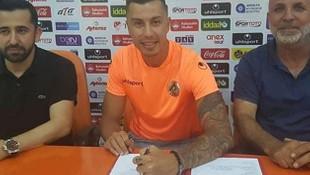 Alanyaspor Emre Güral'la resmi sözleşme imzaladı