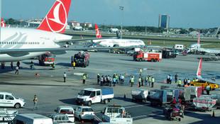 Atatürk Havalimanı'nda 2 uçak çarpıştı