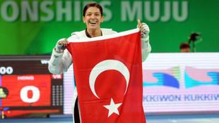 Dünya şampiyonu sporcumuz geri döndü !