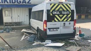 İstanbul'da kontrolden çıkan servis minibüsü dehşet saçtı