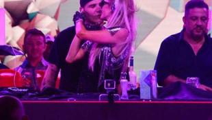 Paris Hilton KKTC'deki partide aşka geldi