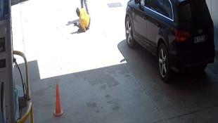 Arabasını yıkamayan lastikçiyi kurşun yağmuruna tutarak öldürdü