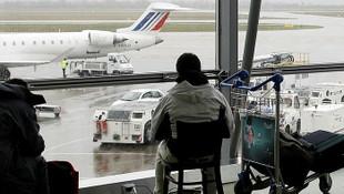 Havalimanında terör alarmı: Aracıyla piste daldı !