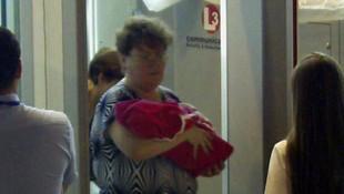 Bebeğini satarken suçüstü yakalandı
