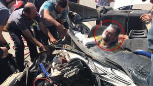 Aracın tavanı uçtu... Korkunç kaza !