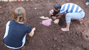 Diri diri toprağa gömüldüler