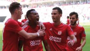 Sivasspor sahasında konuk ettiği Bursaspor'u 2-0 yendi