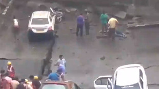 Hindistan'da üst geçit çöktü, çok sayıda ölü var