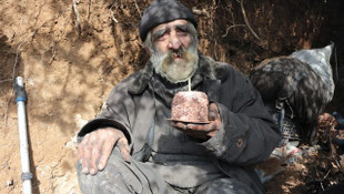 40 yıldır mağarada yaşayan vatandaşa sürpriz doğumgünü