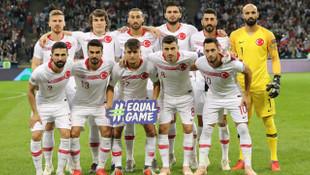 İstanbulspor, Mehmet Zeki Çelik'in 22 numaralı formasını emekli etti