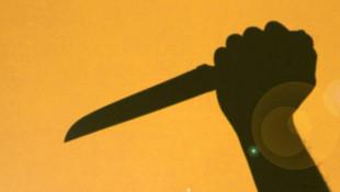 Savcıya bıçak çekip tehdit etti: Delik deşik ederim