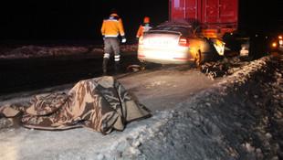 Buzlanan yolda katliam gibi kaza: 2'si çocuk 4 ölü