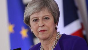 Theresa May hükümeti güven oyu almayı başardı