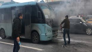 E-5'te yolcu minibüsü alev aldı