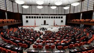 Sinemada krizi bitirecek düzenleme Meclis'ten geçti