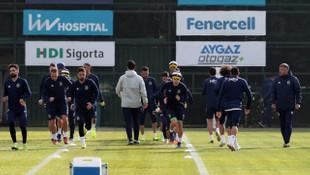 Fenerbahçe'de Slimani, Eljif, Reyes ve Alper, Bursaspor maçı kadrosunda yok