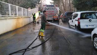 Sarıyer sokakları önce süpürülüyor, sonra yıkanıyor