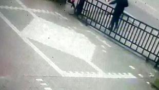 Güpegündüz çocuk kaçırma girişimi kamerada