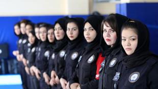 Kadın polislerin zorlu eğitimi böyle görüntülendi