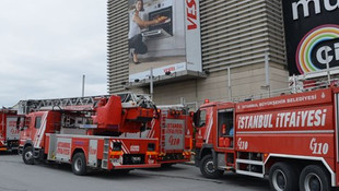 İstanbul'da AVM'de korkutan yangın