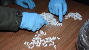 Tabanca görünümünde binlerce uyuşturucu ele geçirildi