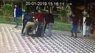 Kafede oturan genç çifte tekme tokat saldırı
