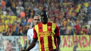 Demba Ba'dan transfer sorusuna cevap: Çok az daha bekleyin