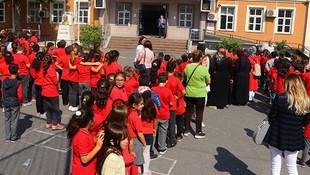 1999 depremi sonrası yapılan okullar da hasarlı!
