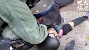 Hong Kong'da göstericilerden biri gerçek mermiyle vuruldu