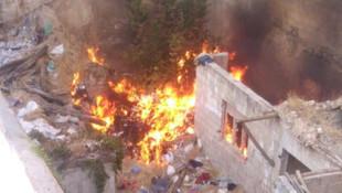 İki bina arasından korkutan yangın