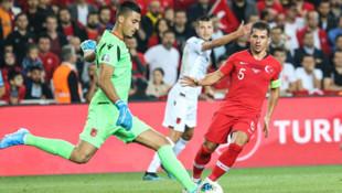 Emre Belözoğlu: Bizim esas kahramanlarımız sınırda