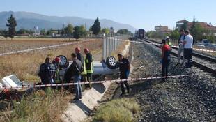 Yolcu treni otomobili biçti: 2 ölü, 1 yaralı