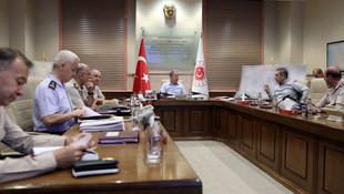 Bakan Akar, komutanlar ve MİT Başkanı'ndan harekat toplantısı