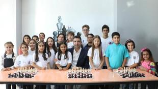Kartallı çocuklar Satranç Akademisi'ne kavuştu